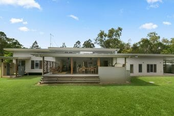 Koah Absolute River Frontage, Immaculate Home, 5ac, Fenced, Sheds
