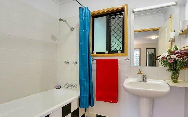 10 Williamson Drive bathroom